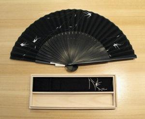 扇子 つばめ 黒.JPG