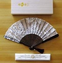 白透かし地刺繍柄扇子.JPG