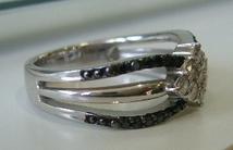 ブラックダイヤ指輪横.JPG