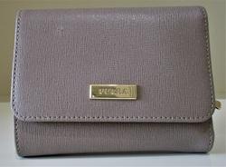 フルラ 二つ折財布 グレー 500px.jpg