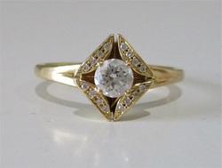 菱型ダイヤ指輪 500px.jpg